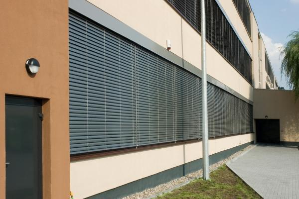 venetian-blinds-281DF3EE9C-AD08-A178-A83C-2AB5DC0CF3CD.jpg