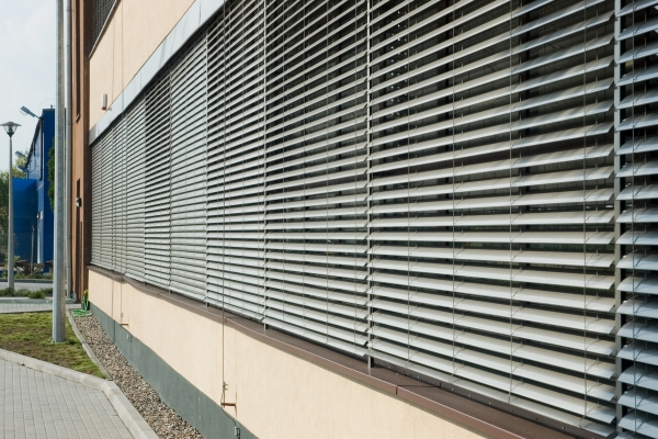 venetian-blinds-30A2A3D4B1-BAD6-3EB6-8BEA-0ACC560DC16E.jpg